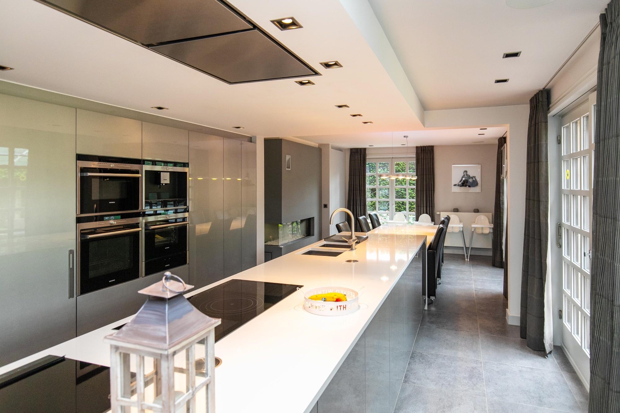 Vk Design Keukens : Vk vastgoed uitzonderlijke villa op 8 ha! met buitenzwembad